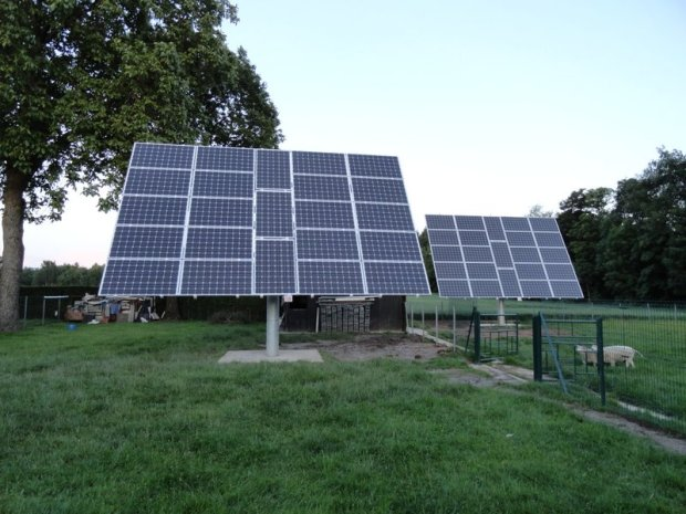 10 kW solar PV on 2-axis trackers in X. Dubuisson's homeplace (Aulnois, BE)
